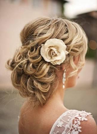 Virágok az esküvőn – Az esküvői csokron túl