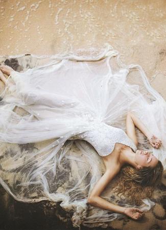 Hogyan tisztítsak ki egy menyasszonyi ruhát? Az esküvői ruhatisztítás 10 aranyszabálya