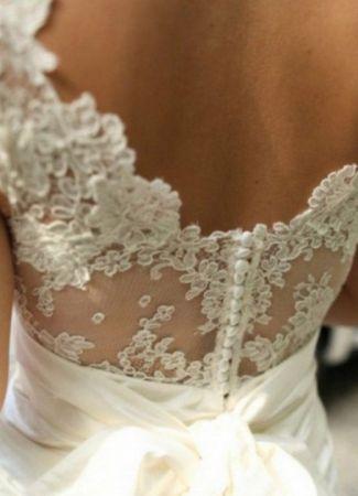 Egyenes vonalú esküvői ruhák a modern stílust kedvelő menyasszonyoknak