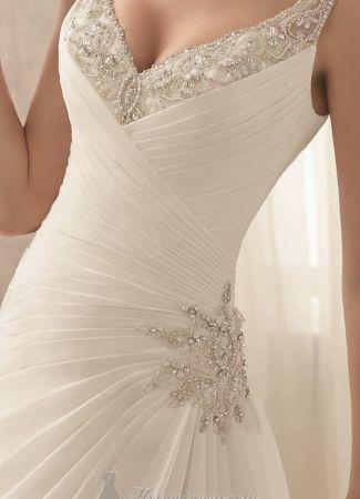 A tökéletes esküvői ruha alacsony menyasszonyoknak - Boglárka ... 388728d659