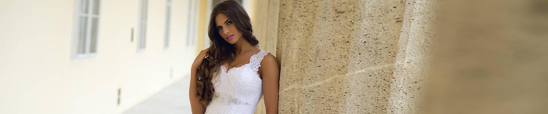 4a67ac2f67 Menyasszonyi ruha vásárlás, kölcsönzés - Boglárka Esküvői- és ...