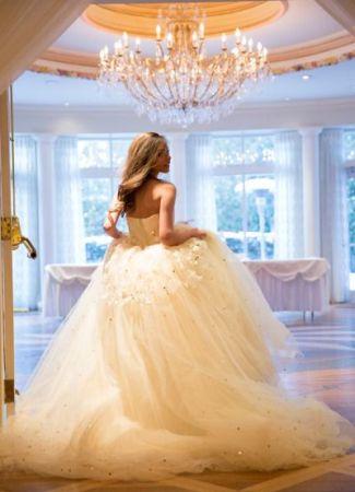Hogyan mozogj az esküvői ruhában?