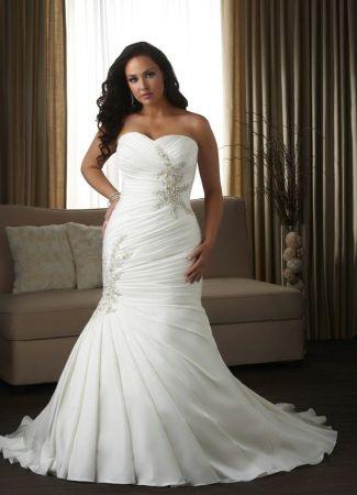 Az ideális esküvői ruha teltebb menyasszonyoknak